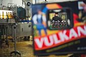 Abfüllanlage der Vulkan Brauerei in Mendig, Rheinland-Pfalz, Eifel, Deutschland