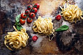 Tagliatelle, tomatoes and basil