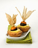 Tartlets with vanilla cream and physalis