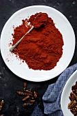 Chilipulver in einer Schüssel