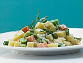 Potatoes with salmon, beans and dill