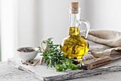 Italienische Kräuter mit Olivenöl und Pfeffer