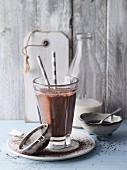 Bananen-Kakao-Smoothie mit Chiasamen