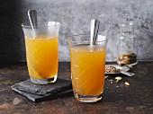 Heisser Orangentee mit Gewürzen