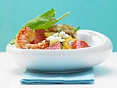 Hot shrimp with a grapefruit and pepper salad