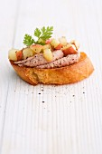 Crostini with poultry liver and an apple