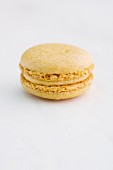 A mango and curry macaron