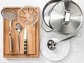 Küchenutensilien für die Suppenzubereitung