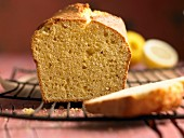 Polenta sponge cake with lemon