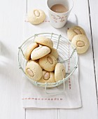 Lactose-free almond balls