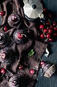 Schokoladencupcakes mit Kirschen