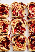 Weissbrotscheiben mit Peanut Butter and Cherry Jelly (Soulfood)