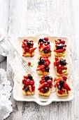 Mini berry cakes with pistachio cream cheese