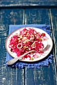 Red cabbage salad with pear, raisins and leek