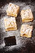 Mürbeteigkuchen mit Pfirsich, Streuseln und Baiser