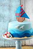 A fondant icing 'I am Sailing' cake for globetrotters