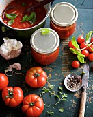 Preserved tomato sauce with basil