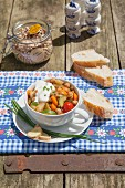 Chickpea stew with a yoghurt dip