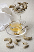 Thyme crackers and tea