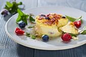 Crème brûlée with berries