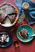 Schokoladen-Walnuss-Pie mit Rumrosinen