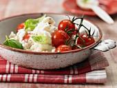 Risotto Caprese mit Tomaten, Mozzarella und Basilikum