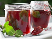 Raspberry jelly with mint