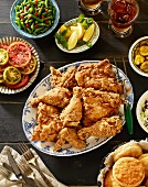 Southern fried chicken with side dishes (USA)