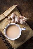 Indischer Masala-Tee mit Ingwer, Kardamom und Zimt