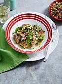 Spinat-Ricotta-Gnocchi mit Blauschimmelkäse und Haselnuss-Gremolata