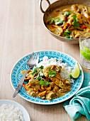 Curry mit Garnelen, Kokosnuss und Cashewnüssen