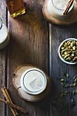 Zutaten für Horchata: Mandeldrink und Kürbiskerne