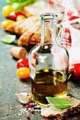 Sandwich-Zutaten: Olivenöl, Tomaten, Basilikum und Brot