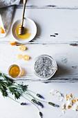Frühstücks-Bowl mit Chia, Kumquats und Lavendelhonig (glutenfrei)