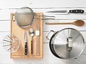 Kitchen utensils for preparing mussels