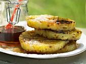 Grill-Ananas mit Piment, Kokos und Ahornsirup