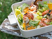 Lukewarm shrimp and cucumber salad