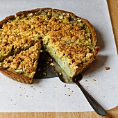 Pear and matcha pie with streusel