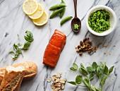 Zutaten für Lachs-Crostini mit Erbsenpüree