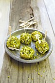 Goat's cheese balls with chopped pistachios