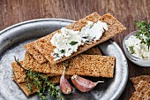 Crisp bread with cream cheese