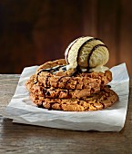 Caramel cookies with ice cream and chocolate sauce