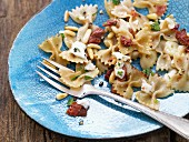 Pasta with mozzarella, dried tomatoes, oregano and pine nuts