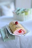 Strawberry roulade with almond flakes