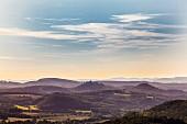 Blick auf die Wartburg über Eisenach vom Hörselberg, Thüringen, Deutschland