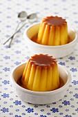 Vanilla pudding with caramel sauce