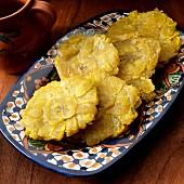 Tostones (gebratene Kochbananen, Karibik)