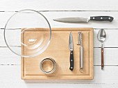 Kitchen utensils for making tartare and salad dishes