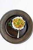 Vegetarisches Linsencurry auf Jasminreis (Indien)