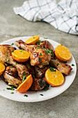 Gebratene Hähnchenkeulen mit Mandarinen